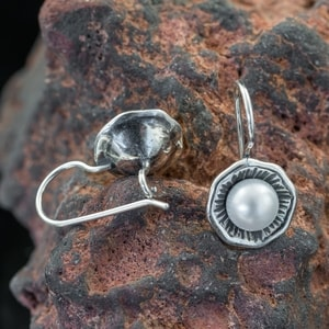 INIS, EARRINGS, PEARL, SILVER - EARRINGS WITH GEMSTONES, SILVER{% if kategorie.adresa_nazvy[0] != zbozi.kategorie.nazev %} - JEWELLERY{% endif %}