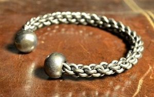 FORGED BRAIDED STEEL BRACELET - FORGED PRODUCTS{% if kategorie.adresa_nazvy[0] != zbozi.kategorie.nazev %} - SMITHY WORKS{% endif %}
