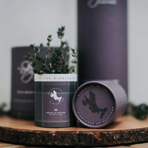 WILD MOUNTAIN THYME MINIATURE - SCOTTISH CANDLE 20 HOURS - SCENTED CANDLES{% if kategorie.adresa_nazvy[0] != zbozi.kategorie.nazev %} - AROMATHERAPY{% endif %}