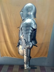 SUIT OF ARMOR, DECORATIVE WITH STAND - SUITS OF ARMOUR{% if kategorie.adresa_nazvy[0] != zbozi.kategorie.nazev %} - ARMOUR HELMETS, SHIELDS{% endif %}