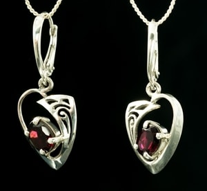 ROWAN, CELTIC STERLING SILVER EARRINGS, GARNET - MYSTICA SILVER COLLECTION - EARRINGS{% if kategorie.adresa_nazvy[0] != zbozi.kategorie.nazev %} - JEWELLERY{% endif %}