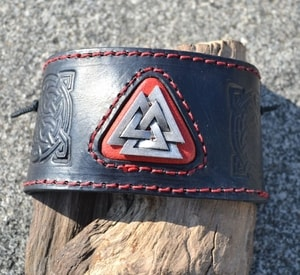 VALKNUT, LEATHER BRACELET - WRISTBANDS{% if kategorie.adresa_nazvy[0] != zbozi.kategorie.nazev %} - LEATHER PRODUCTS{% endif %}