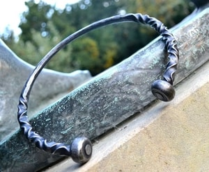 FORGED TORC WITH BALL TERMINALS - FORGED PRODUCTS{% if kategorie.adresa_nazvy[0] != zbozi.kategorie.nazev %} - SMITHY WORKS{% endif %}