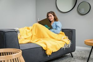 YELLOW HERRINGBONE THROW, MERINO WOOL - WOOLEN BLANKETS AND SCARVES, IRELAND{% if kategorie.adresa_nazvy[0] != zbozi.kategorie.nazev %} - WOOLEN PRODUCTS, IRELAND{% endif %}