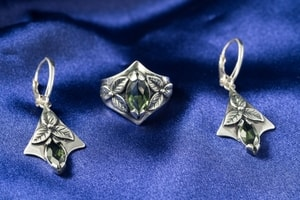 SHAMROCK, EARRINGS, MOLDAVITE, SILVER - MOLDAVITES, CZECH JEWELS{% if kategorie.adresa_nazvy[0] != zbozi.kategorie.nazev %} - JEWELLERY{% endif %}