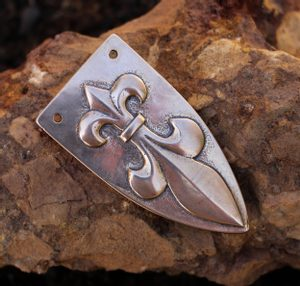 FLEUR DE LIS VIKING STRAP END, BRONZE - BUCKLES, BELT FITTINGS{% if kategorie.adresa_nazvy[0] != zbozi.kategorie.nazev %} - JEWELLERY{% endif %}