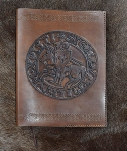 TEMPLAR SEAL, LEATHER BOOK COVER - KEYCHAINS, WHIPS, OTHER{% if kategorie.adresa_nazvy[0] != zbozi.kategorie.nazev %} - LEATHER PRODUCTS{% endif %}