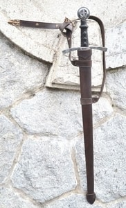 LEATHER SCABBARD FOR ONE HANDED SWORDS, FLEUR DE LIS - SWORD ACCESSORIES, SCABBARDS{% if kategorie.adresa_nazvy[0] != zbozi.kategorie.nazev %} - WEAPONS - SWORDS, AXES, KNIVES{% endif %}
