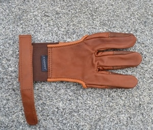 ARCHERY GLOVE, FOR THREE FINGERS - EQUIPMENT FOR ARCHERY{% if kategorie.adresa_nazvy[0] != zbozi.kategorie.nazev %} - WEAPONS - SWORDS, AXES, KNIVES{% endif %}