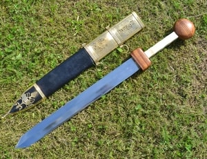 GLADIUS SWORD WITH DECORATED SCABBARD - ANCIENT SWORDS - CELTIC, ROMAN{% if kategorie.adresa_nazvy[0] != zbozi.kategorie.nazev %} - WEAPONS - SWORDS, AXES, KNIVES{% endif %}