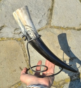 CARVED DRINKING HORN, CELTIC KNOT - DRINKING HORNS{% if kategorie.adresa_nazvy[0] != zbozi.kategorie.nazev %} - HORN PRODUCTS{% endif %}