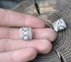 VIKING BEARD RING, DEER ANTLER - DEER ANTLER PRODUCTS{% if kategorie.adresa_nazvy[0] != zbozi.kategorie.nazev %} - LIVING HISTORY, CRAFTS{% endif %}