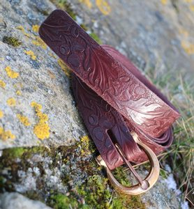 QUERCUS, LEATHER BELT WITH OAK LEAVES, BRAUN - BELTS{% if kategorie.adresa_nazvy[0] != zbozi.kategorie.nazev %} - LEATHER PRODUCTS{% endif %}