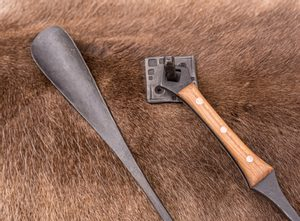 SHOEHORN, IRON, WOODEN HANDLE, WITH HOOK - FORGED PRODUCTS{% if kategorie.adresa_nazvy[0] != zbozi.kategorie.nazev %} - SMITHY WORKS{% endif %}