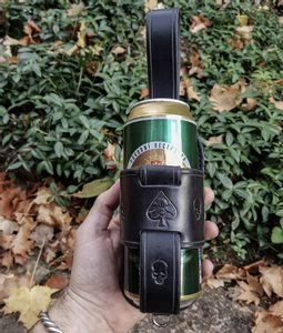 SKULL LEATHER BEER HOLSTER - BOTTLES{% if kategorie.adresa_nazvy[0] != zbozi.kategorie.nazev %} - LEATHER PRODUCTS{% endif %}