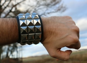 ROCKER - PYRAMIDS, LEATHER BRACER VII - WRISTBANDS{% if kategorie.adresa_nazvy[0] != zbozi.kategorie.nazev %} - LEATHER PRODUCTS{% endif %}