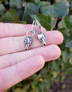 DEER - SKULL, EARRINGS SILVER - MYSTICA SILVER COLLECTION - EARRINGS{% if kategorie.adresa_nazvy[0] != zbozi.kategorie.nazev %} - JEWELLERY{% endif %}