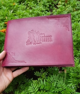 ART NOUVEAU, ART NOUVEAU LEATHER PHOTO ALBUM, BURGUNDY - KEYCHAINS, WHIPS, OTHER{% if kategorie.adresa_nazvy[0] != zbozi.kategorie.nazev %} - LEATHER PRODUCTS{% endif %}