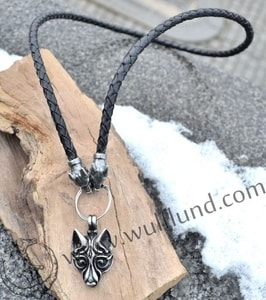 VIKING WOLF BRAIDED LEATHER BOLO - CORDS, BOXES, CHAINS{% if kategorie.adresa_nazvy[0] != zbozi.kategorie.nazev %} - JEWELLERY{% endif %}
