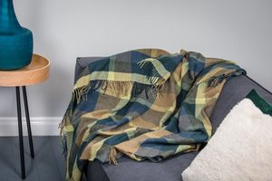 PEACOCK SMALL CHECK THROW, LAMBS WOOL BLANKET - WOOLEN BLANKETS AND SCARVES, IRELAND{% if kategorie.adresa_nazvy[0] != zbozi.kategorie.nazev %} - WOOLEN PRODUCTS, IRELAND{% endif %}