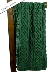 PLAITED MERINO CELTIC BLANKET, GREEN - WOOLEN BLANKETS AND SCARVES, IRELAND{% if kategorie.adresa_nazvy[0] != zbozi.kategorie.nazev %} - WOOLEN PRODUCTS, IRELAND{% endif %}