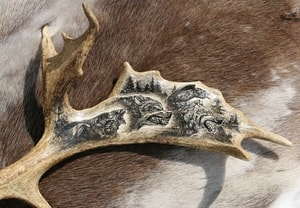GERI, FREKI AND HUGINN, MUNINN, CARVED ANTLER, SCRIMSHAW - PRODUCTS FROM ANTLER, WOOD{% if kategorie.adresa_nazvy[0] != zbozi.kategorie.nazev %} - PAGAN DECORATIONS{% endif %}