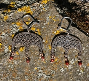 LUDMILA, EARRINGS, BRONZE, RED - EARRINGS - BRONZE{% if kategorie.adresa_nazvy[0] != zbozi.kategorie.nazev %} - JEWELLERY{% endif %}