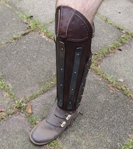 HEAVY LEATHER GREAVES REINFORCED WITH STEEL STRIPS, PRICE FOR THE PAIR - LEATHER ARMOUR/GLOVES{% if kategorie.adresa_nazvy[0] != zbozi.kategorie.nazev %} - ARMOUR HELMETS, SHIELDS{% endif %}