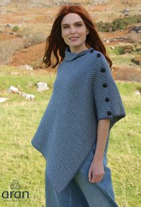 GORMELIA HERRINGBONE MERINO WOOL IRISH PONCHO - WOOLEN SWEATERS AND VESTS{% if kategorie.adresa_nazvy[0] != zbozi.kategorie.nazev %} - WOOLEN PRODUCTS, IRELAND{% endif %}