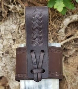 CERNUNNOS, LEATHER DRINKING HORN HOLDER, BROWN - DRINKING HORNS{% if kategorie.adresa_nazvy[0] != zbozi.kategorie.nazev %} - HORN PRODUCTS{% endif %}