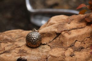 GOLF BALL, BRONZE PENDANT - PENDANTS, NECKLACES{% if kategorie.adresa_nazvy[0] != zbozi.kategorie.nazev %} - JEWELLERY{% endif %}