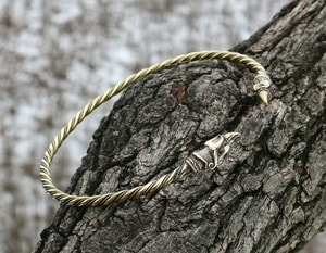 HUGINN AND MUNINN, VIKING TORC, BRASS - FORGED JEWELRY, TORCS, BRACELETS{% if kategorie.adresa_nazvy[0] != zbozi.kategorie.nazev %} - JEWELLERY{% endif %}