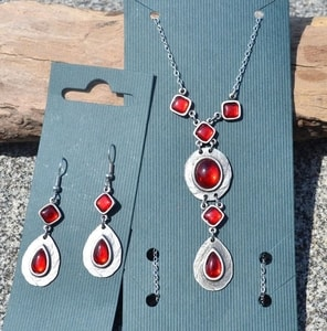 HESTIA, NECKLACE, RED GLASS - COSTUME JEWELLERY{% if kategorie.adresa_nazvy[0] != zbozi.kategorie.nazev %} - JEWELLERY{% endif %}
