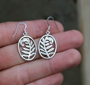 FERN, SILVER EARRINGS - MYSTICA SILVER COLLECTION - EARRINGS{% if kategorie.adresa_nazvy[0] != zbozi.kategorie.nazev %} - JEWELLERY{% endif %}