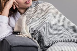 GREY, BONE & WHITE LARGE BLOCK THROW, CASHMERE, LAMBSWOOL - WOOLEN BLANKETS AND SCARVES, IRELAND{% if kategorie.adresa_nazvy[0] != zbozi.kategorie.nazev %} - WOOLEN PRODUCTS, IRELAND{% endif %}