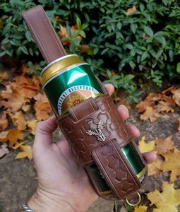 SCOTTISH THISTLE, LEATHER BEER HOLSTER KOOZIE - BOTTLES{% if kategorie.adresa_nazvy[0] != zbozi.kategorie.nazev %} - LEATHER PRODUCTS{% endif %}