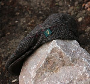 TRINITY CAP - BROWN, IRELAND - CAPS, HATS FROM IRELAND{% if kategorie.adresa_nazvy[0] != zbozi.kategorie.nazev %} - WOOLEN PRODUCTS, IRELAND{% endif %}