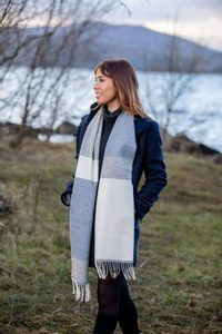 WHITE, UNIFORM AND JEANS MIX STRIPE SCARF, LAMBSWOOL - WOOLEN BLANKETS AND SCARVES, IRELAND{% if kategorie.adresa_nazvy[0] != zbozi.kategorie.nazev %} - WOOLEN PRODUCTS, IRELAND{% endif %}