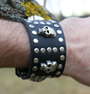 ROCKER, LEATHER BRACELET XXV - WRISTBANDS{% if kategorie.adresa_nazvy[0] != zbozi.kategorie.nazev %} - LEATHER PRODUCTS{% endif %}