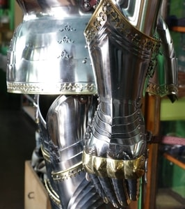 CUSTOM SUIT OF ARMOUR WITH SALLET, POLISHED, 1.5 MM - SUITS OF ARMOUR{% if kategorie.adresa_nazvy[0] != zbozi.kategorie.nazev %} - ARMOUR HELMETS, SHIELDS{% endif %}
