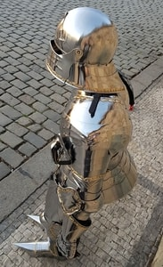 LUXURY POLISHED FULL ARMOUR, DECORATED BY BRASS, FULLY FUNCTIONAL, 1.5 MM - SUITS OF ARMOUR{% if kategorie.adresa_nazvy[0] != zbozi.kategorie.nazev %} - ARMOUR HELMETS, SHIELDS{% endif %}