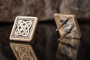 GLENDALOUGH CELTIC KNOT, BRONZE RIVET - BELT ACCESSORIES{% if kategorie.adresa_nazvy[0] != zbozi.kategorie.nazev %} - LEATHER PRODUCTS{% endif %}