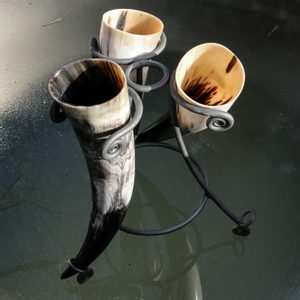 SET OF 3 HORNS AND STAND 0.5 L - DRINKING HORNS{% if kategorie.adresa_nazvy[0] != zbozi.kategorie.nazev %} - HORN PRODUCTS{% endif %}