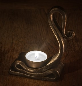 FORGED TEALIGHT CANDLE HOLDER - FORGED PRODUCTS{% if kategorie.adresa_nazvy[0] != zbozi.kategorie.nazev %} - SMITHY WORKS{% endif %}