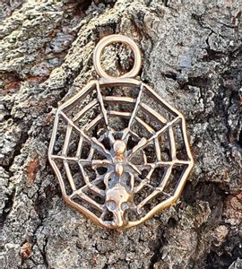 SPIDER IN A NET, PENDANT, BRONZE - BRONZE AND BRASS REPLICAS - JEWELLERY{% if kategorie.adresa_nazvy[0] != zbozi.kategorie.nazev %} - JEWELLERY{% endif %}