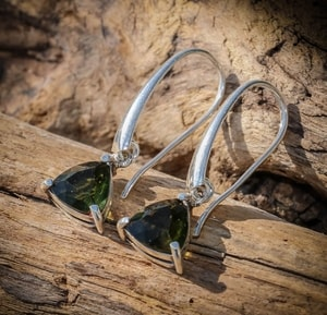 AMBRA, RAW MOLDAVITE EARRINGS, STERLING SILVER - MOLDAVITES, CZECH JEWELS{% if kategorie.adresa_nazvy[0] != zbozi.kategorie.nazev %} - JEWELLERY{% endif %}