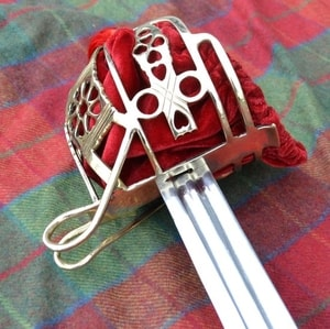 SCOTTISH BASKET HILT BROADSWORD, COLLECTIBLE REPLICA SWORD - FALCHIONS, SCOTLAND, OTHER SWORDS{% if kategorie.adresa_nazvy[0] != zbozi.kategorie.nazev %} - WEAPONS - SWORDS, AXES, KNIVES{% endif %}