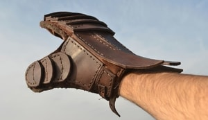 LEATHER GAUNTLET FOR SWORD FIGHTERS, RIGHT HAND - LEATHER ARMOUR/GLOVES{% if kategorie.adresa_nazvy[0] != zbozi.kategorie.nazev %} - ARMOUR HELMETS, SHIELDS{% endif %}