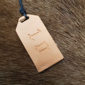 LEATHER PRICE TAG - KEYCHAINS, WHIPS, OTHER{% if kategorie.adresa_nazvy[0] != zbozi.kategorie.nazev %} - LEATHER PRODUCTS{% endif %}