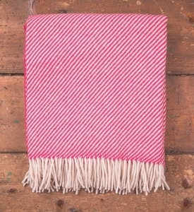 PINK & WHITE STRIPE THROW, IRELAND - WOOLEN BLANKETS AND SCARVES, IRELAND{% if kategorie.adresa_nazvy[0] != zbozi.kategorie.nazev %} - WOOLEN PRODUCTS, IRELAND{% endif %}
